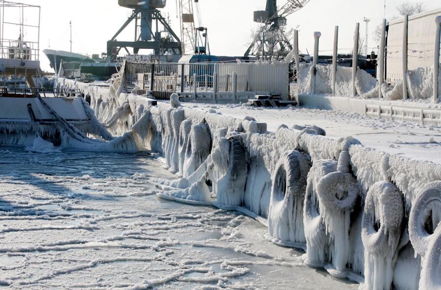 Замерзшее черное море Евпатория.jpg