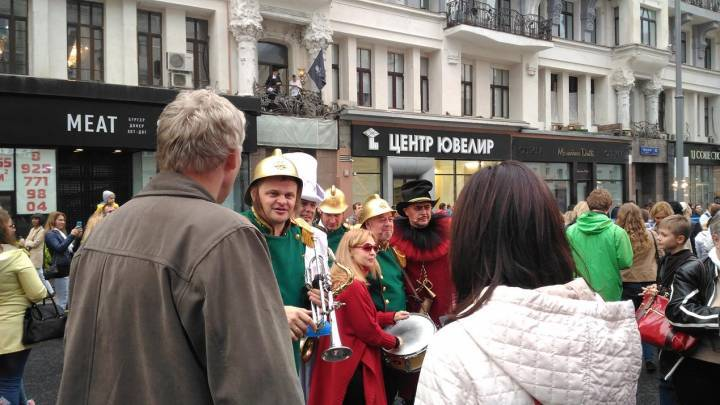 Москва гуляет